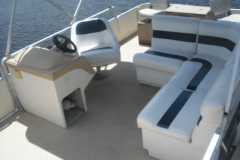 castaways-20ft-harris-pontoon-boat-interior
