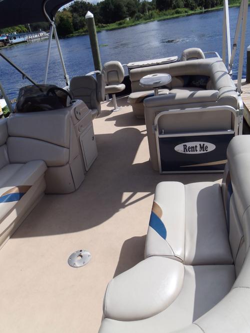 castaways-22ft-cruising-boat-interior