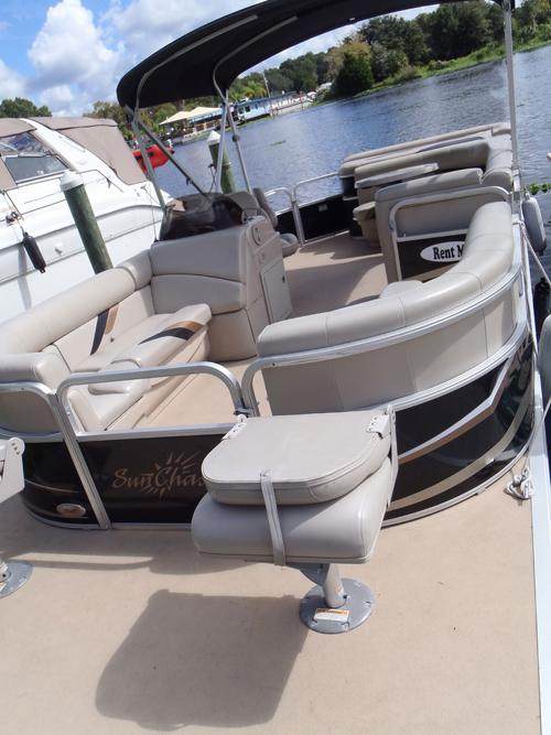 castaways-22ft-fishing-pontoon-boat-interior