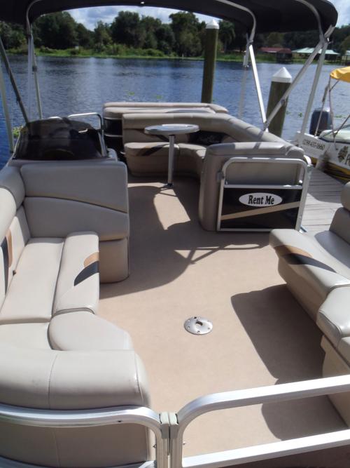 castaways-22ft-fishing-pontoon-boat-interior2