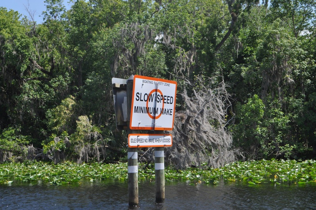 boating sign to help navigate the st johns river
